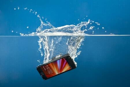Попадание воды в телефон